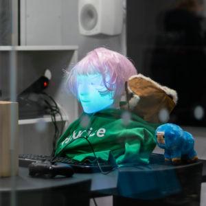 Futuricen muokkaama Furhat Robotics istutettuna Helsingin keskustakirjasto Oodiin.