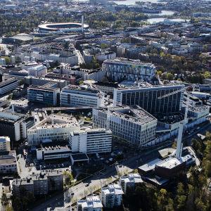 Ilmakuvassa on näkymä Meilahden sairaala-alueelle.