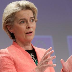 EU-kommissionens ordförande Ursula von der Leyen under kommissionens presskonferens den 14 juli 2021.