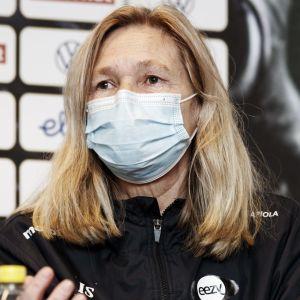 Anna Signeul på presskonferens inför kvalmatch.