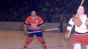 Maurice Richard, längst till vänster, i en match mot Rangers