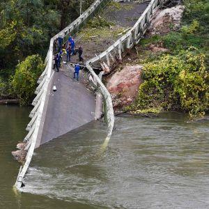 Bro kollapsade i sydvästra Frankrike