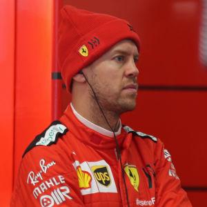 Sebastian Vettel ser butter ut i Ferraris depå.