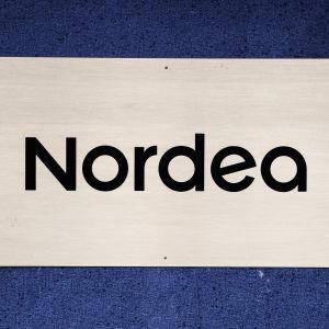 Nordeas logo på en skylt.