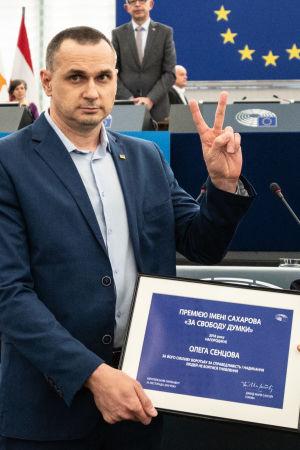 Oleg Sentsov tar emot Sacharovpriset i EU-parlamentet i Strasbourg