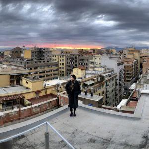 Nanna Susi Rooman asuntonsa katolla.
