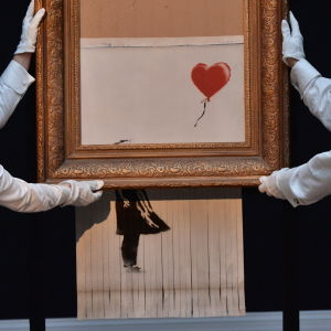Banksys verk Balloon Girl, eller Love is in the Bin som den senare har omnämnts som, visas upp på Sotheby's i London.