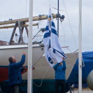 Flagghissning vid en motorbåtsklubb