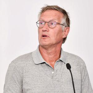 Statsepidemiologen i Sverige, Anders Tegnell, håller presskonferens.