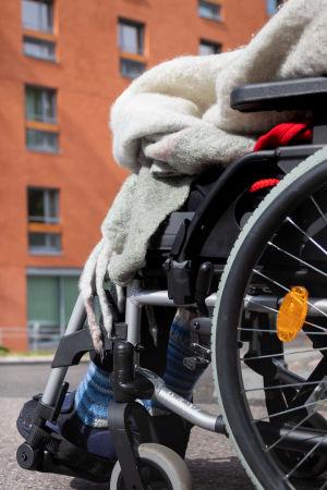 Kontulan senioritalo ja pyörätuoli