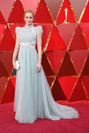 Emily Blunt på röda mattan inför Oscarsgalan 2018.