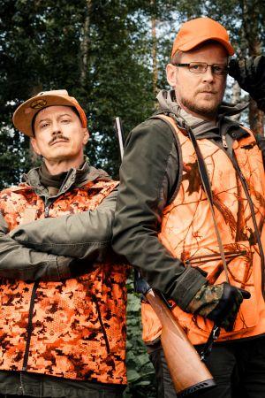 kuvassa Juhis (Kari Ketonen) ja Tommi (Antti Luusuanniemi)