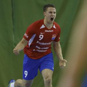 Filip Söderlund jublar.