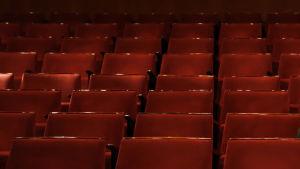 Peter Lüttge i teatersalongen.