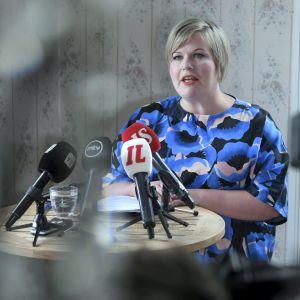 Annika Saarikko håller presskonferens 30.7.2020.