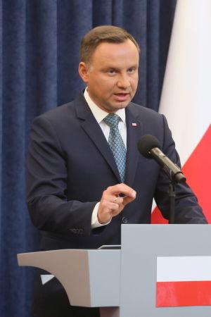 Polens president Andrzej Duda meddelade den 24 juli 2017 att han kommer att lägga in veto mot två lagförslag som enligt kritiker skulle urholka landets rättssystem.