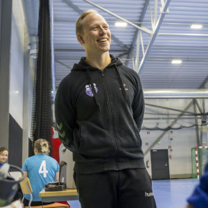 Ken Sirenius med damlandslaget.