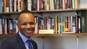 Forskaren James Jones i sitt arbetsrum på Rugers University, New Jersey.