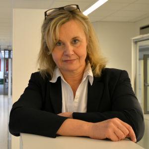 Camilla Westerlund utanför Radiohusets studio