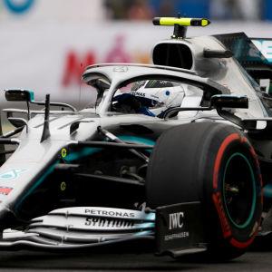 Valtteri Bottas i en formel 1-bil.