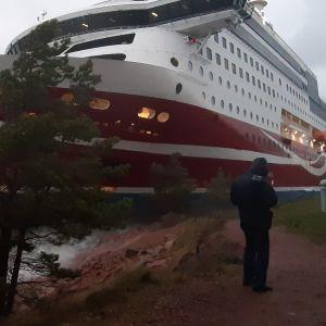 Viking Grace på grund utanför Mariehamn.