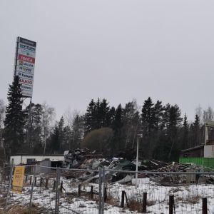 Vaasan Liisanlehdossa puretaan jo rakennuksia Prisman ja Citymarketin tieltä.