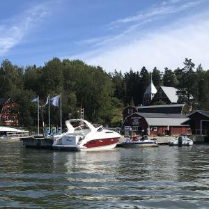 Nya bryggor har installerats i Barösund