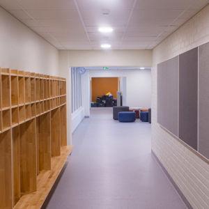 En korridor i en skola
