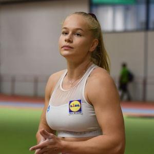 Saga Andersson i närdbild.
