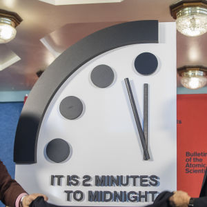 Lawrence Krauss (L), director of the Arizona State University Origins Project, and Robert Rosner (R), professor at the University of Chicago announce that they have adjusted the so-called 'Doomsday Clock' to two minutes to midnight.