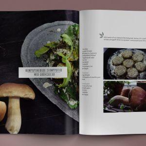 """Två kokböcker på ett bord med texten """"vegval"""". På ena boken ligger det en mobiltelefon med en digital version av boken öppen."""