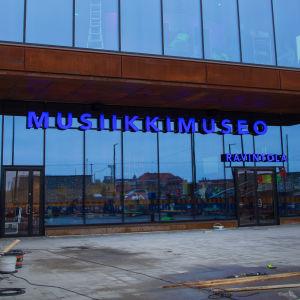 Ulkokuva juuri valmistuneesta FAME Musiikkimuseosta.