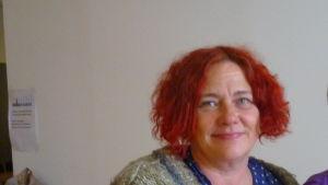 Taina Semi är både vårdare och artist
