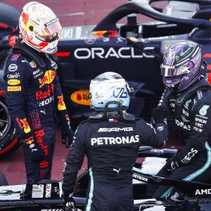 Max Verstappen, Lewis Hamilton och Valtteri Bottas efter kvalet.