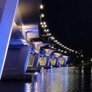 Kuokkalan Jyväskylässä silta ilta-aikaan.