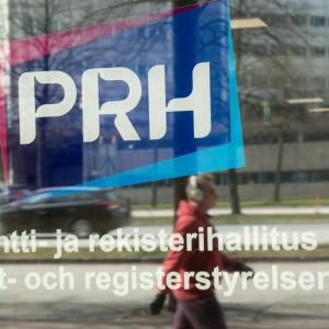 Patentti- ja rekisterihallituksen logo ovessa.