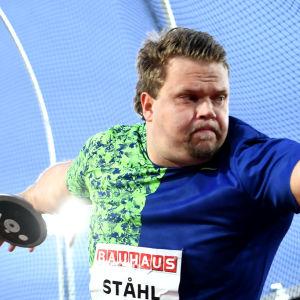 Daniel Ståhl kastar diskus.