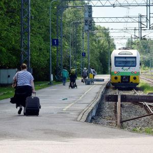 Rälsbussen som går från Karis till Hangö.