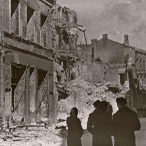 Ruiner i Tallinn efter sovjetiska bombningar i mars 1944.