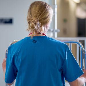 sjukskötare i gång