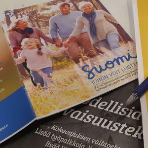 KD:s, Sannfinländarnas och Samlingspartiets skuggbudget utprintade.