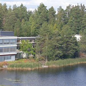 Hotelli Varsavuori Mikkelissä Saimaan rannalla.