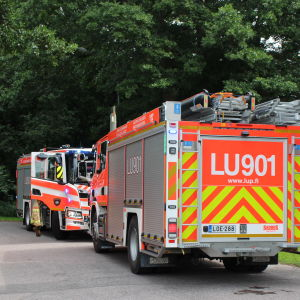 brandbilar vid hus i Kapellhamnen