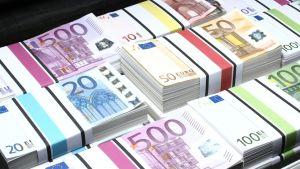 Eurosedlar i en portfölj
