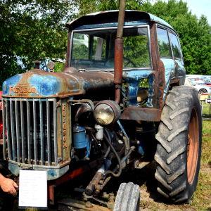 En patinerad Fordson traktor