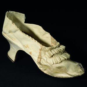 Marie Antoinettes sko såldes på auktion för 43,750 euro 15.11.2020
