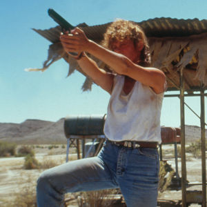 Susan Sarandon ase kädessä ja Geena Davis elokuvassa Thelma ja Louise.
