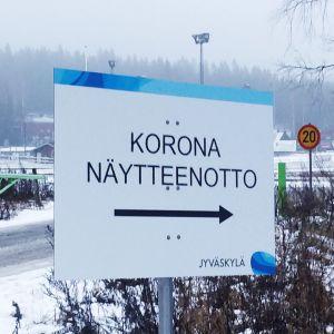 Koronatestauskyltti Jyväskylän Killerillä.