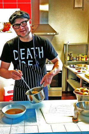 Santeri Vuosara kokkaa