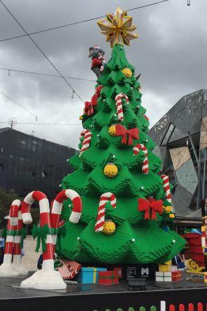 Gran av legobitar i Melbourne, Australien. Det tog 1 200 timmar att bygga den.
